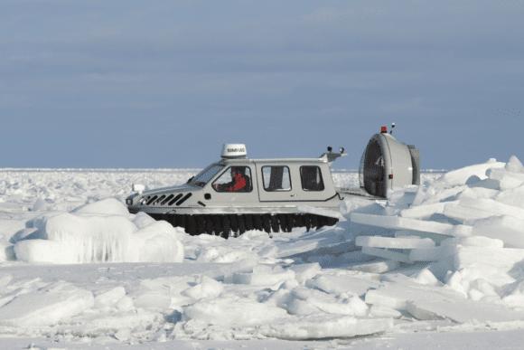 svävare och mycket is