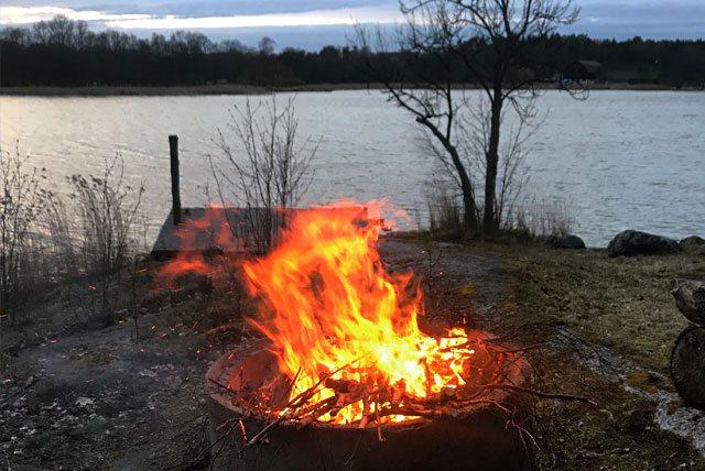 Eldplats vid vatten