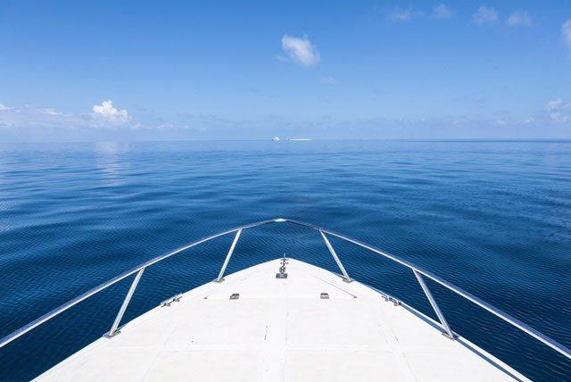 För på båt mot havets horisont på Värmdö