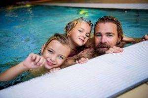 familj på gustavsbergsbadet